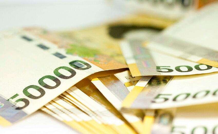 出国留学费用不便宜 值不值必须要考量!