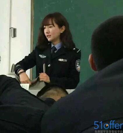 河南美女警察老师美哭网友 又是别人的老师