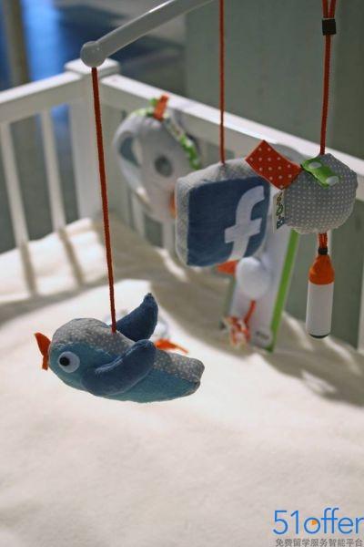 学生设计宝宝自拍神器 可传网络
