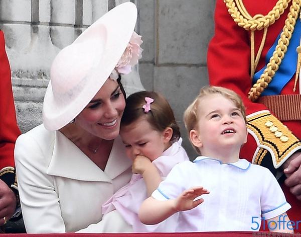 英国女王90大寿庆典 乔治小王子与公主卖萌抢镜图片