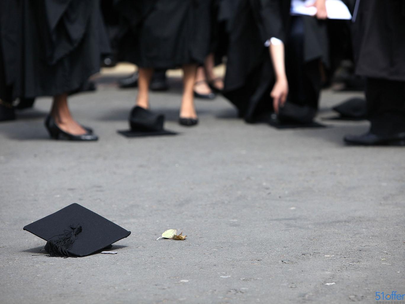 79%英大学毕业生认为首份工作大材小用